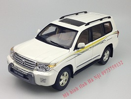 1:18 Dealer Paudi Toyota Land Cruiser LC200