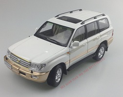 1:18 Dealer Paudi Toyota Land Cruiser LC100